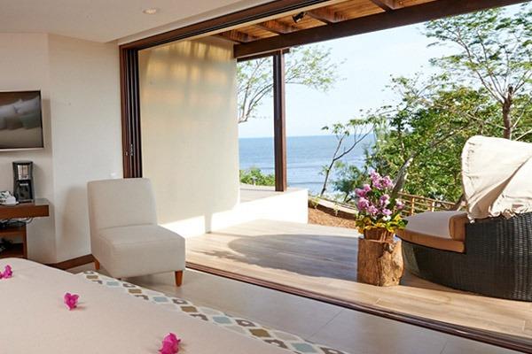 las flores experience-Deluxe King Room Premium Ocean View #12-90