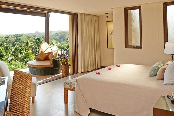las-flores-experience-Deluxe-King-Room-Premium-Ocean-View-12-91