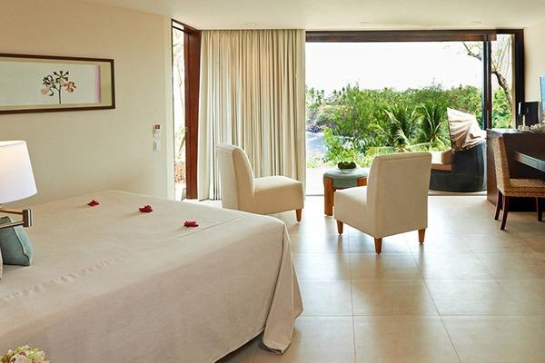 las-flores-experience-Deluxe-King-Room-Premium-Ocean-View-16-102