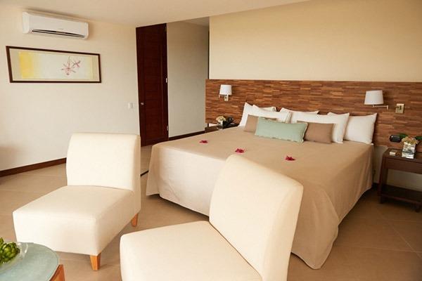 las-flores-experience-Deluxe-King-Room-Premium-Ocean-View-16-104