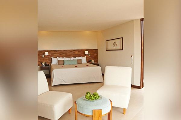las-flores-experience-Deluxe-King-Room-Premium-Ocean-View-16-110