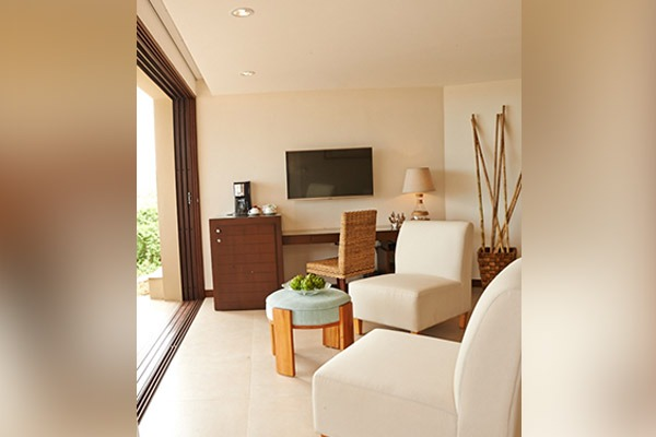 las-flores-experience-Deluxe-King-Room-Premium-Ocean-View-16-111